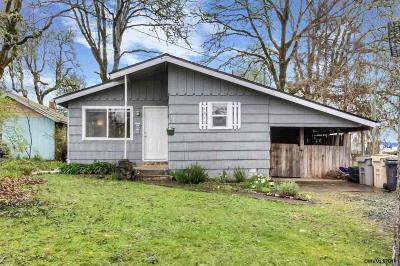 Dallas Single Family Home Active Under Contract: 1040 SW Oakdale Av