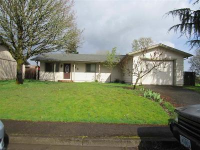 Stayton Single Family Home Active Under Contract: 212 N Oak Av