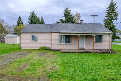 Aumsville Single Family Home Active Under Contract: 216 N 11th St