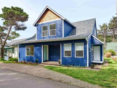 Lincoln City Single Family Home For Sale: 2945 SW Coast Av