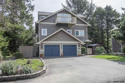 Lincoln City Single Family Home For Sale: 1440 SW Dune