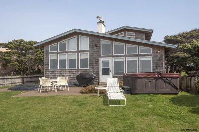 Lincoln City Single Family Home For Sale: 5141 NW Jetty