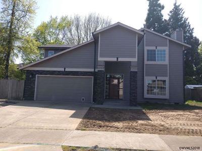 Keizer Single Family Home For Sale: 796 Laguna Dr