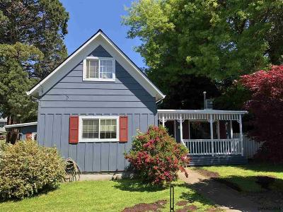 Monmouth Single Family Home For Sale: 290 Main St