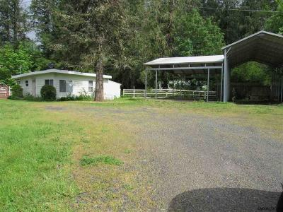 Gates Single Family Home Active Under Contract: 646 North Santiam Hwy