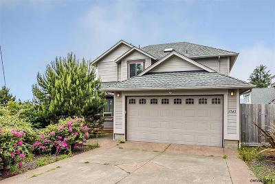 Lincoln City Single Family Home For Sale: 1747 NE 18th St