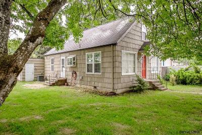 Keizer Single Family Home Active Under Contract: 976 Dearborn Av