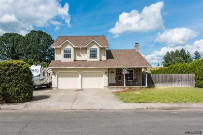 Dallas Single Family Home For Sale: 636 SE Cypress