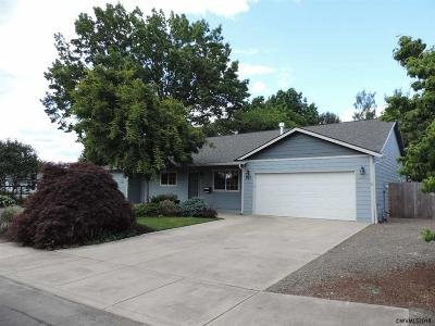 Keizer OR Single Family Home Active Under Contract: $385,000