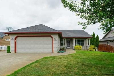 Stayton Single Family Home Active Under Contract: 687 Meadowbrook Ln