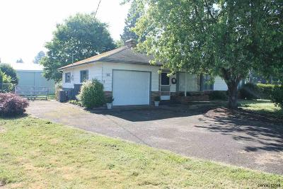 Dallas Single Family Home Active Under Contract: 160 NE Polk Station Rd