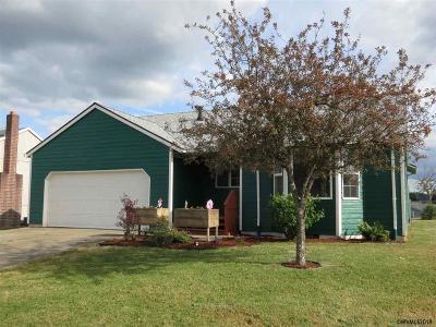 Dallas Single Family Home For Sale: 299 NW Denton St