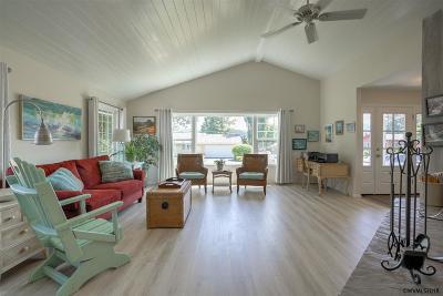 Lincoln City Single Family Home For Sale: 3111 NE Yacht Av