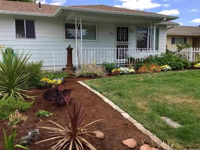 Woodburn Single Family Home Active Under Contract: 672 S Cascade Dr