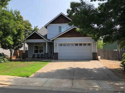 Dallas Single Family Home For Sale: 156 SW Newton Dr