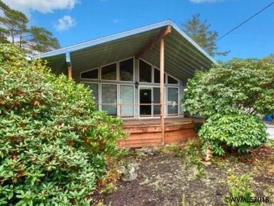Lincoln City Single Family Home For Sale: 6800 SW Inlet Av