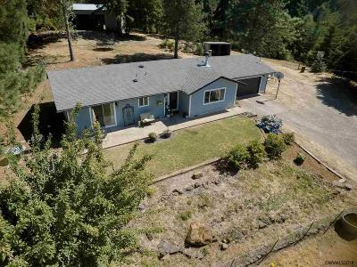 Lebanon Single Family Home Active Under Contract: 36277 Middle Ridge Rd