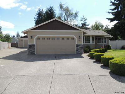 Keizer Single Family Home Active Under Contract: 215 Northridge Ct