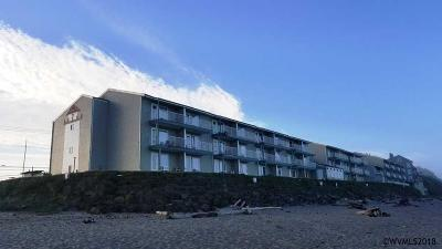 Lincoln City Condo/Townhouse For Sale: 171 SW Highway 101 (Unit #110)