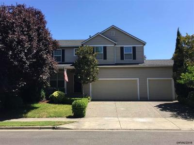 Woodburn Single Family Home For Sale: 2556 Broadmoor Pl