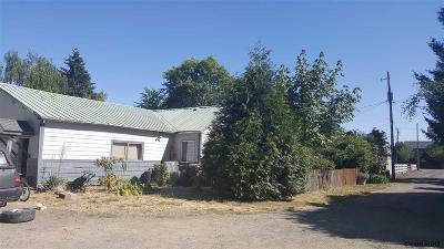 Albany Single Family Home Active Under Contract: 135 Onyx St