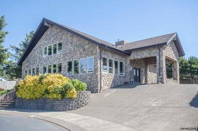 Lincoln City Single Family Home For Sale: 48 NW Lincoln Shore Star Resort