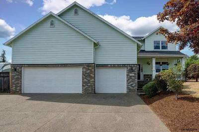 Salem Single Family Home For Sale: 787 Carter Av