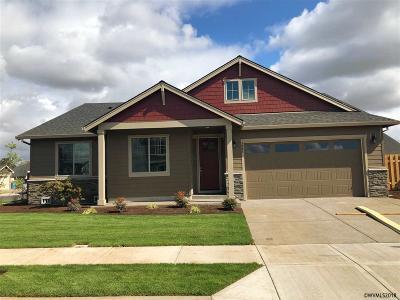 Woodburn Single Family Home For Sale: 1324 Sunflower St