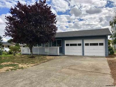 Woodburn Single Family Home Active Under Contract: 1600 Ecola Wy
