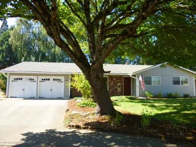 Keizer Single Family Home Active Under Contract: 2307 Woodlawn Ct