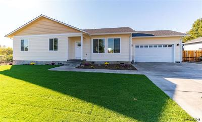 Scio Single Family Home For Sale: 38658 SW Ginko St