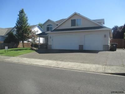Woodburn Single Family Home For Sale: 1244 Anna St