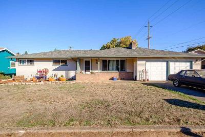 Lebanon Single Family Home For Sale: 15 W Cedar Dr