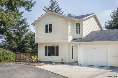 Lincoln City Condo/Townhouse For Sale: 2280 NE Surf Av