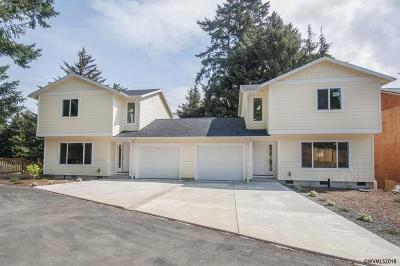 Lincoln City Condo/Townhouse For Sale: 2270 NE Surf Av