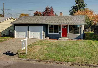 Woodburn Single Family Home For Sale: 1375 Thompson St