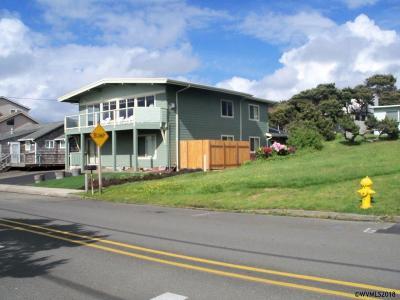 Lincoln City Single Family Home For Sale: 3824 NW Jetty Av