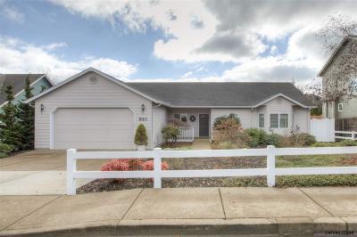 Dallas Single Family Home For Sale: 321 NW Foxglove St