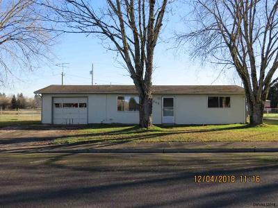 Aumsville Single Family Home For Sale: 640 N 4th St