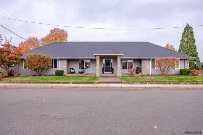 Albany Single Family Home For Sale: 1075 29th Av