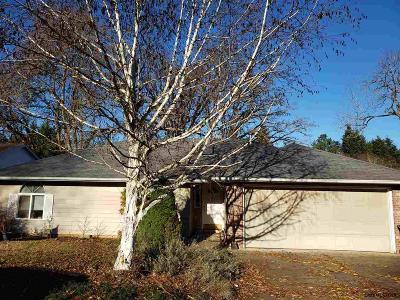 Salem Single Family Home For Sale: 185 Integra Av