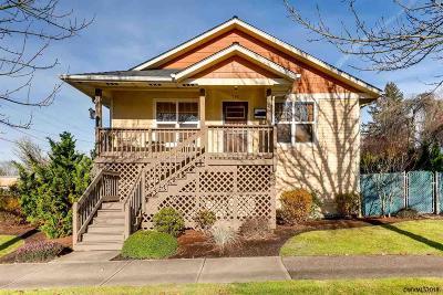 Salem Single Family Home For Sale: 715 Hood St