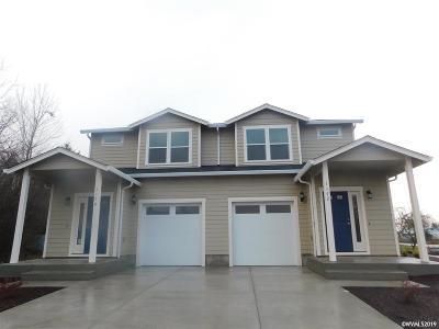 Dallas Multi Family Home For Sale: 1170 SE Academy (1172) St