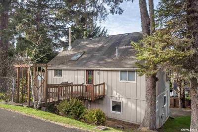 Lincoln City Single Family Home For Sale: 2941 NW Port Av