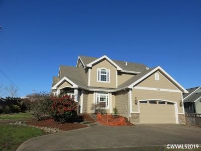 Dallas Single Family Home For Sale: 1002 SE Barberry Av