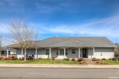 Dallas Single Family Home Active Right Of Refusal: 2106 SE Magnolia Av