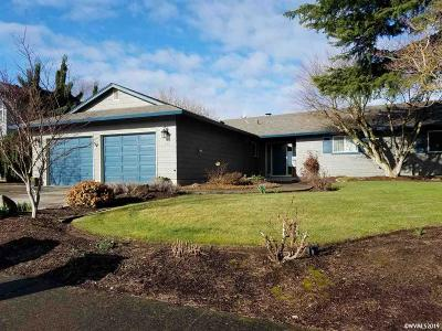 Woodburn Single Family Home Active Under Contract: 325 McLaughlin Dr