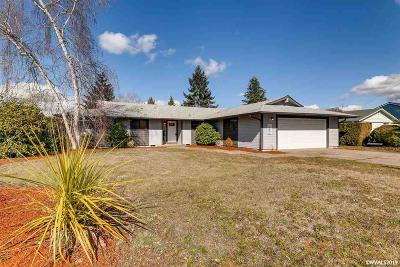 Salem OR Single Family Home Active Under Contract: $305,000