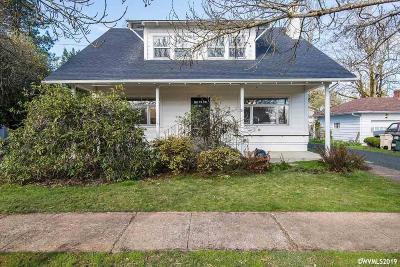 Dallas Single Family Home For Sale: 641 SW Levens St