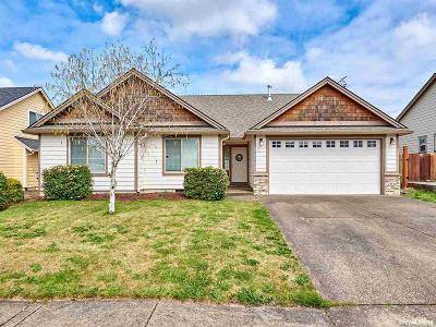 Aumsville Single Family Home For Sale: 9839 Elk St